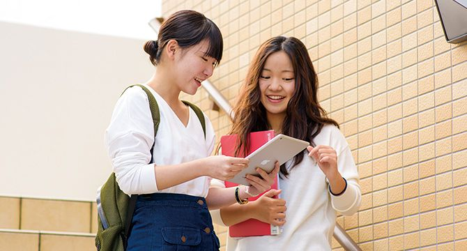 学科の特長 POINT1 ICT ×ビジネス パソコン・タブレット端末の活用を極める