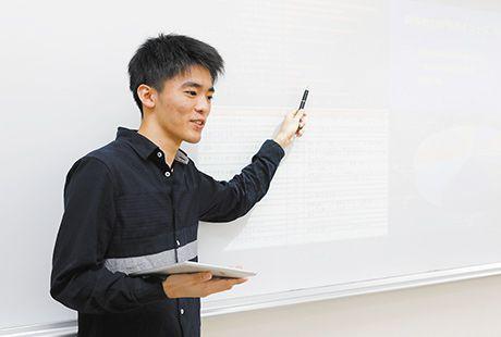 学科の特長 POINT2 AI時代にも対応できる ビッグデータを取り入れたマーケティング知識を学ぶ