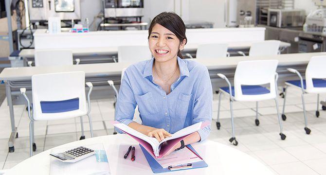 学科の特長 POINT3 コンテスト、ショップ経営を通して 起業家・ビジネスパーソンとしての実践経験を積む