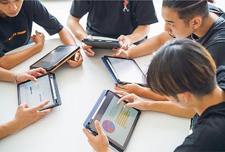 学科の特徴 POINT1 ICT✕ビジネス パソコン・タブレット端末の活用を極める