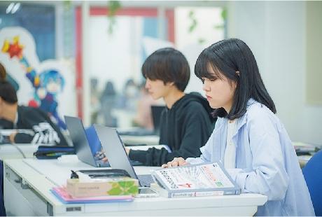 学科の特徴 POINT1 デザイン知識・技術の向上Illustrator・Photoshop検定取得で 創造性の高い作品制作ができる!